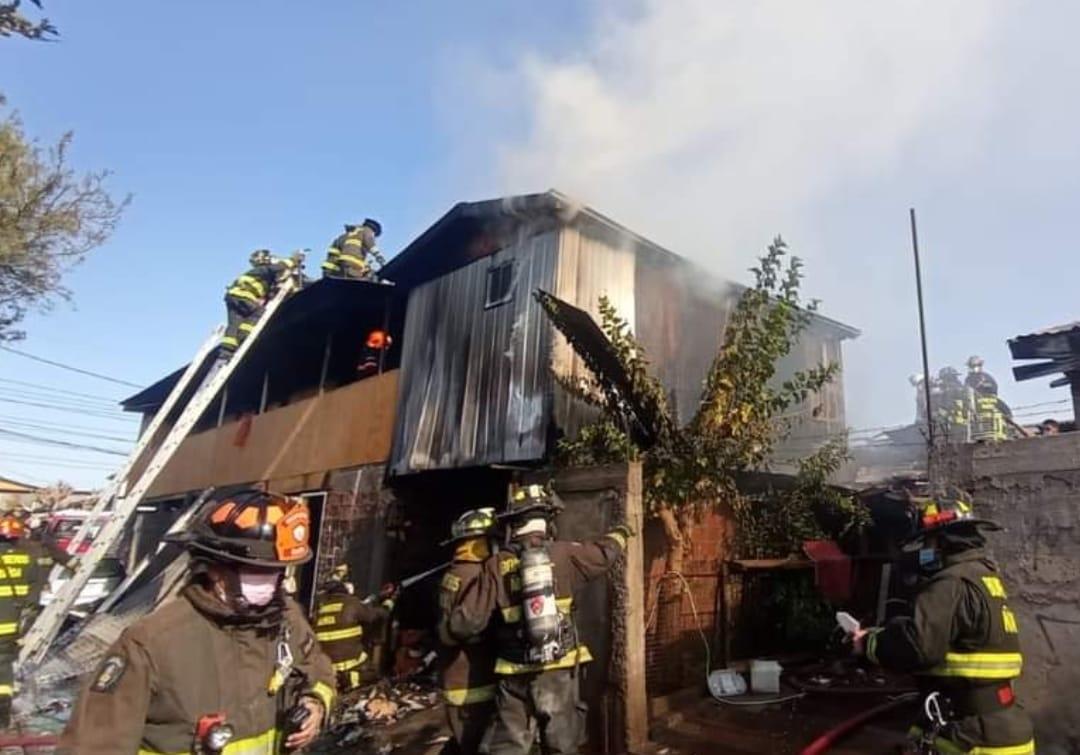 4 personas FALLECEN tras INCENDIO que afectó a vivienda en Peñalolen, región Metropolitana