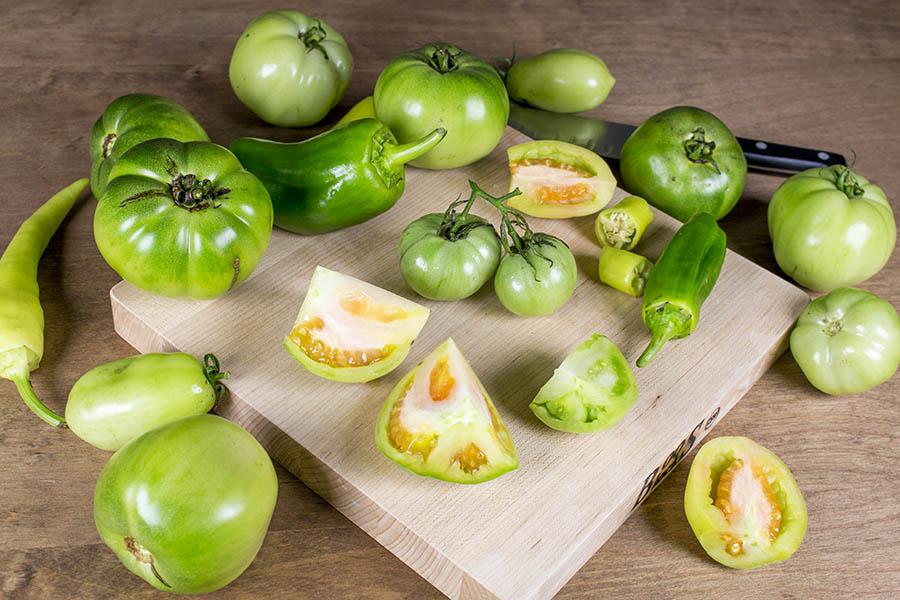 Fresh Green Tomato-Chili Pepper Sauce