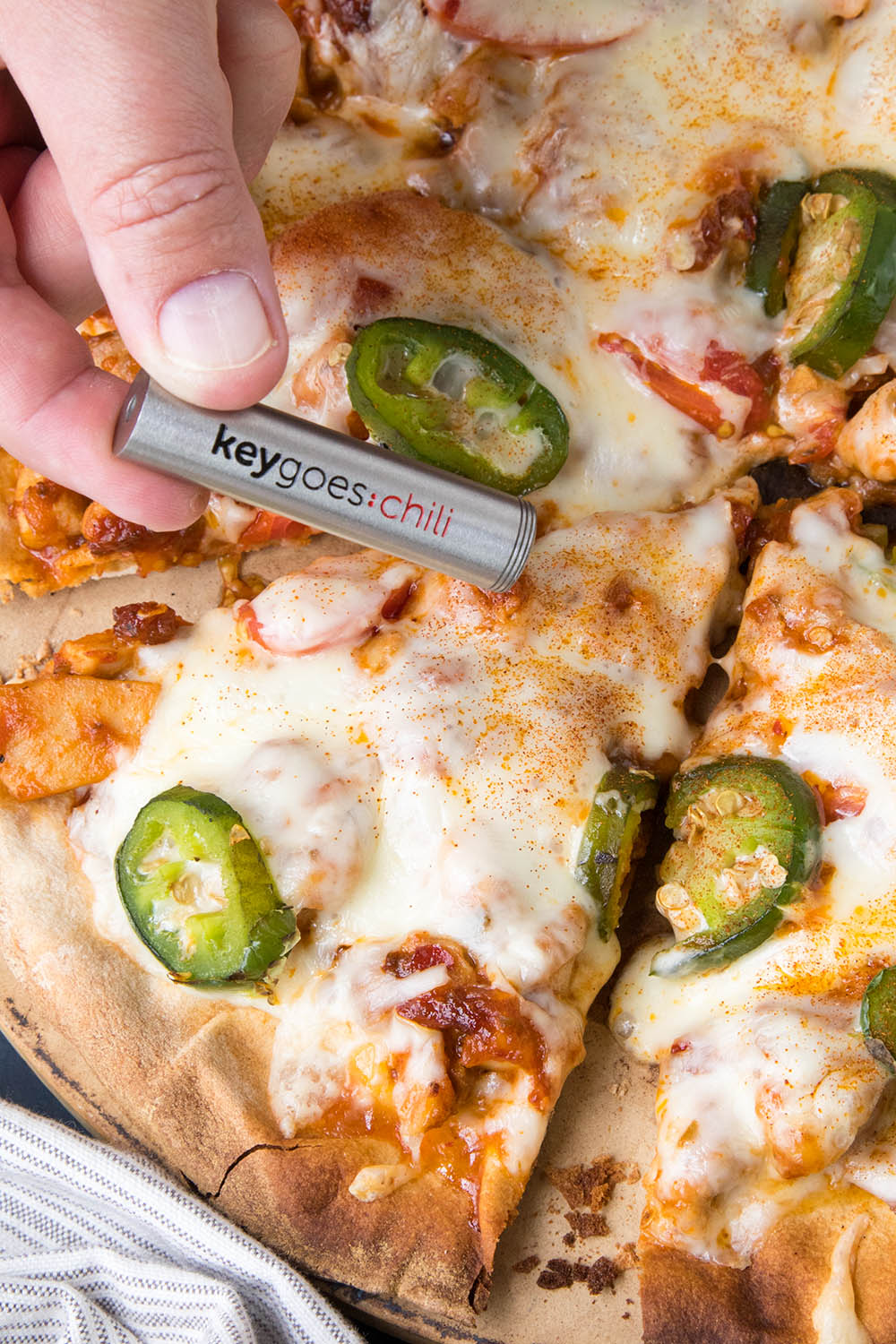 Adding some Superhot Chili Powder to my Pizza with Keygoes
