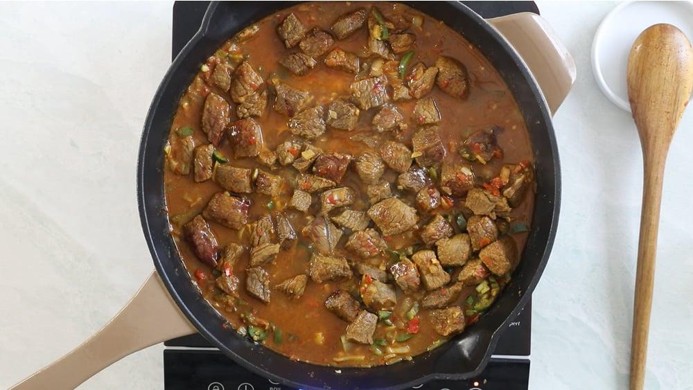 Simmering the Beef Vindaloo in a pan