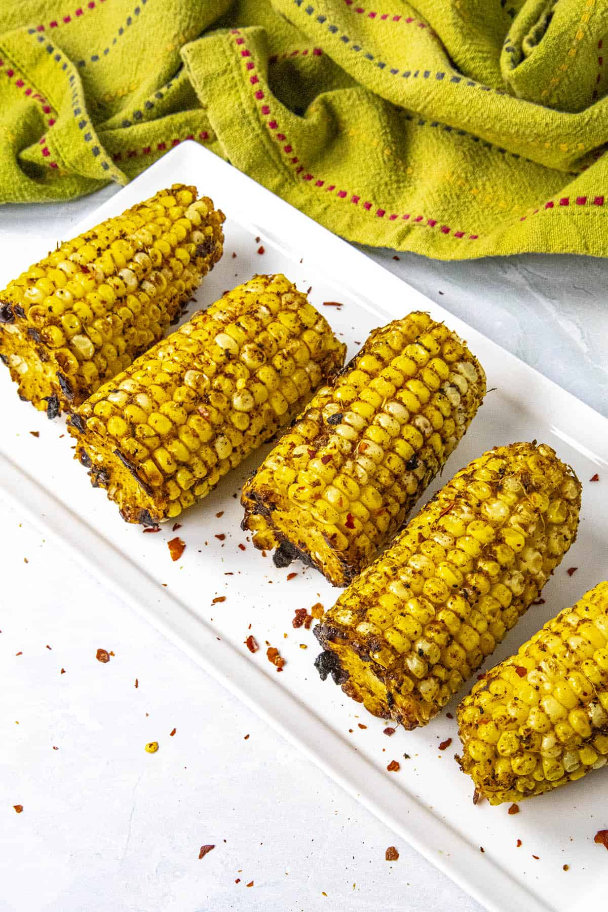 Grilled corn on the cob, ready to serve