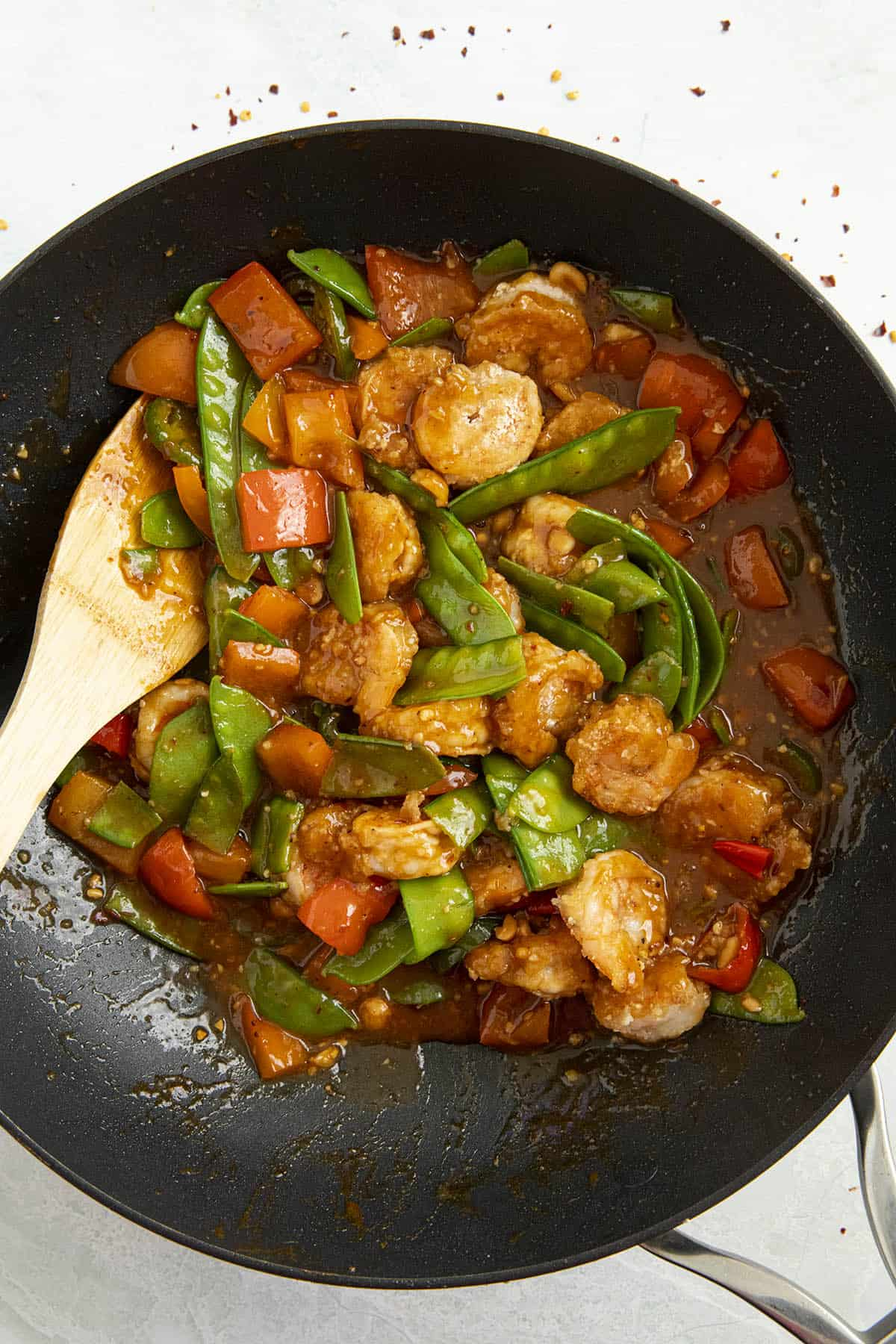 Szechuan Shrimp in a pan with lots of shrimp and vegetables, ready to serve