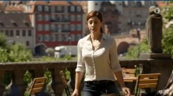 Im vordergrund die Hauptdarstellerin, im Hintergrund die Alte Brücke.