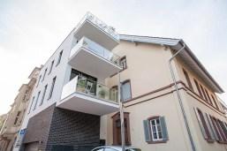 """Nähere Weitwinkelaufnahme des Gebäudes """"bei Maria"""" in der Bergstraße"""