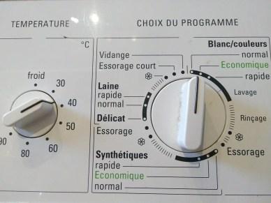 Bedienungsfeld der Waschmaschine in französischer Sprache