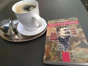 Ein Pott Kaffee und das Buch Mauoassant von Arne Ulbricht