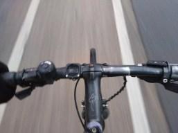 Blick auf den eigenen Fahrradlenker.