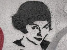 Portrait einer Frau. Streetart an einer Hauswand.