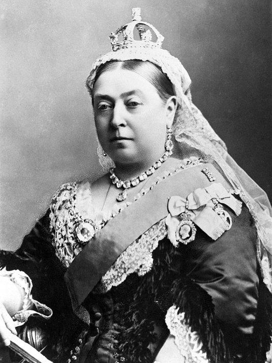 1877 Η βασίλισσα Βικτόρια της Αγγλίας αναγορεύεται σε αυτοκράτειρα της Ινδίας.