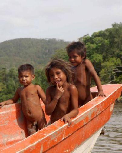 pho26611_indigenas_H