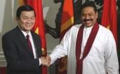वियतनामी राष्ट्रपति त्रुओंग तान सांग के साथ श्री लंका के राष्ट्रपति महिंदा राजपक्षे