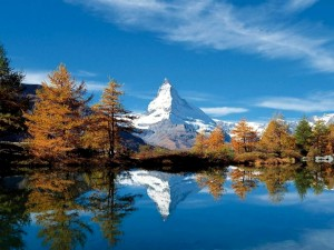 scenery-swiss-alps-matterhorn-lake-grindji