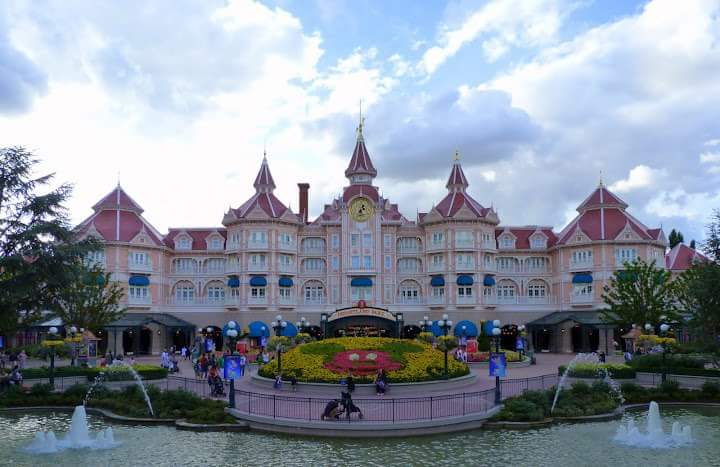 Travling to Paris by motorbike - One night at Disneyland Paris