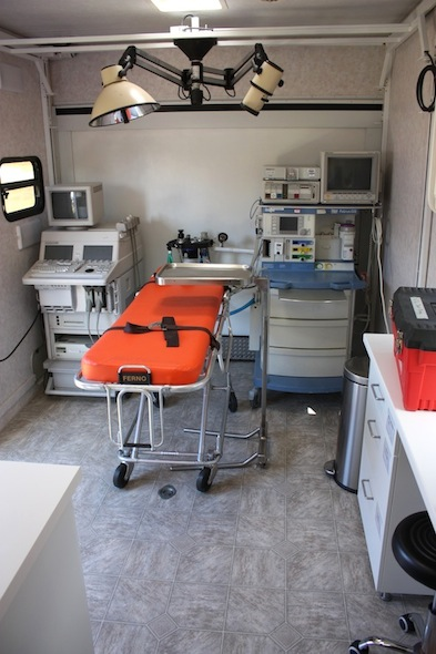 web_Clinic_anesthesia_ultrasound_stretcher_lamps_august_2013_IMG_3990