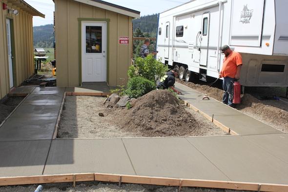 web_poppoffs_finish_concrete_sidewalks_clinic_IMG_9577