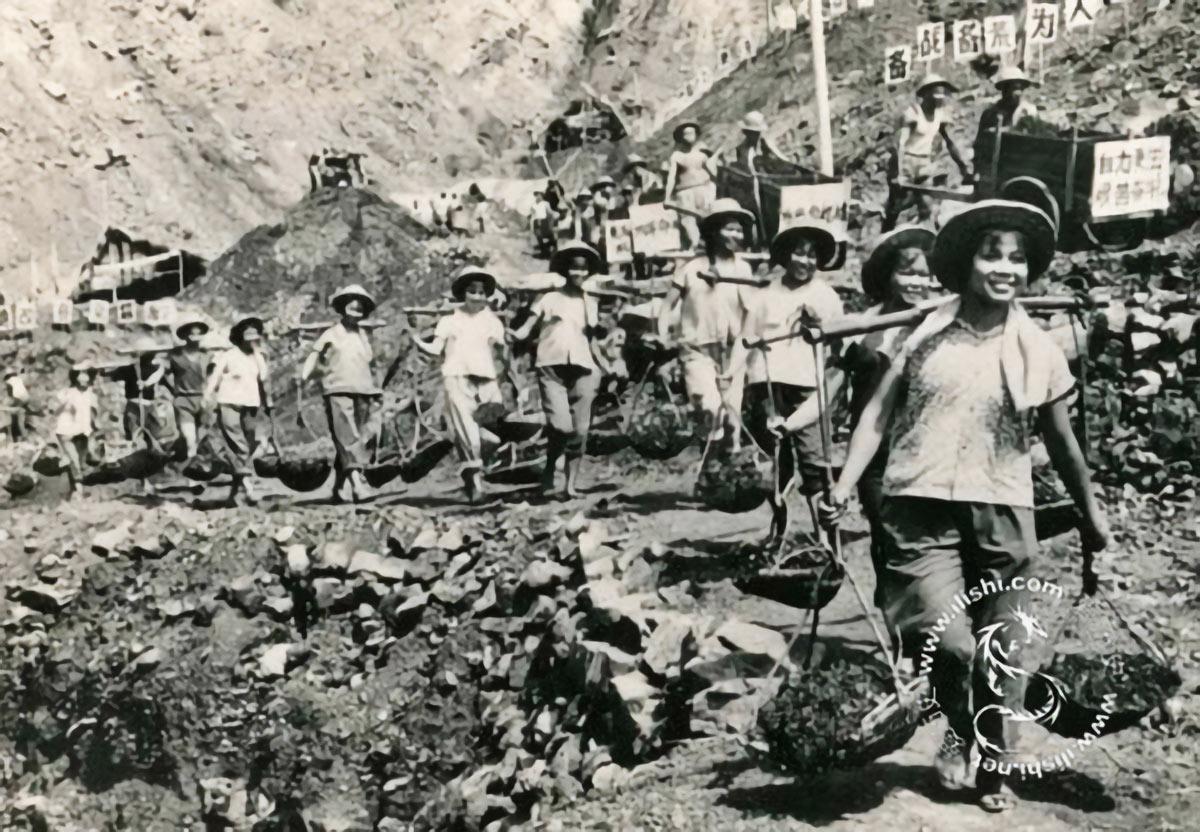 Cultural-Revolution-Propaganda-Postcards
