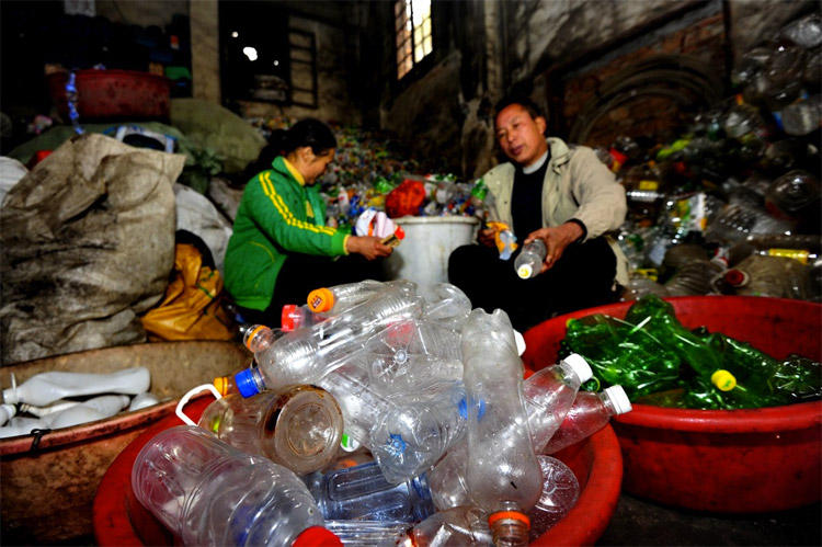 Hunan couple recycles 9 million of plastic bottles a year to send their sons to university