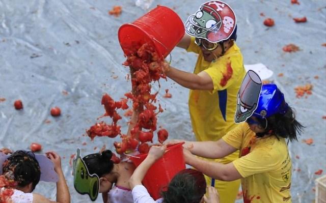 """Chinese  """"La Tomatina"""""""
