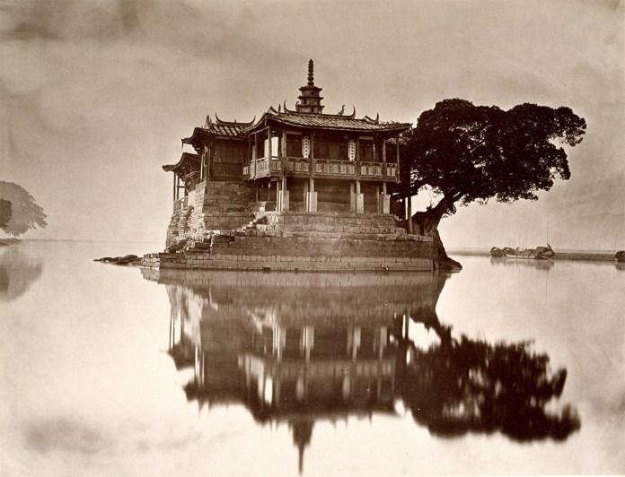 Island Pagoda picture---Jinshan Temple