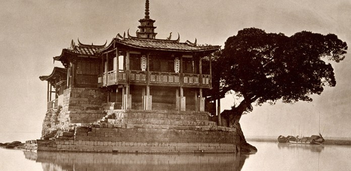 Island Pagoda picture---Jinshan Temple