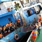 Spectacular images of a freighter crew rescued---Chinese freighter crew rescued