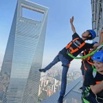 Plank at 340 meters from the ground in Shanghai
