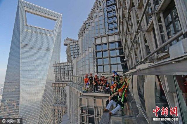 sky walk on Jin Mao Tower