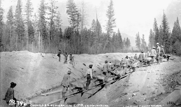 042chinese-working-on-the-canadian-pacific-railway