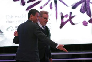 Jack Ma (L), chairman and chief executive of Alibaba Group gestures to Steven Spielberg, film director and chairman of Amblin Partners during an event to announce partnership between Alibaba Pictures Group Limited and Amblin Partners, in Beijing, China, October 9, 2016. REUTERS/Shirley Feng