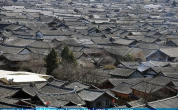 Lijiang roofs - Travel to Lijiang