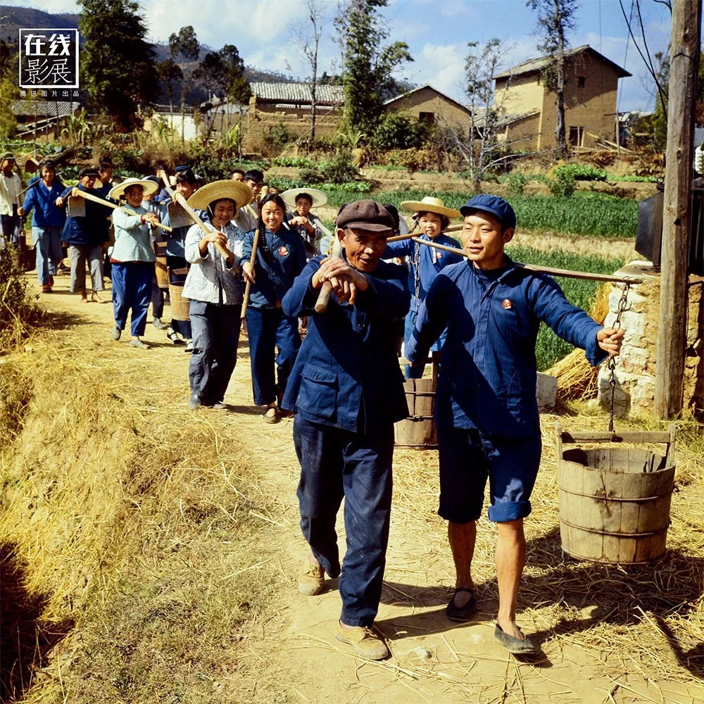 1970. Young students working with farmers of the ethnic Yi minority, in Yunnan.