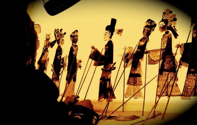 The traditional Tengchong shadow play