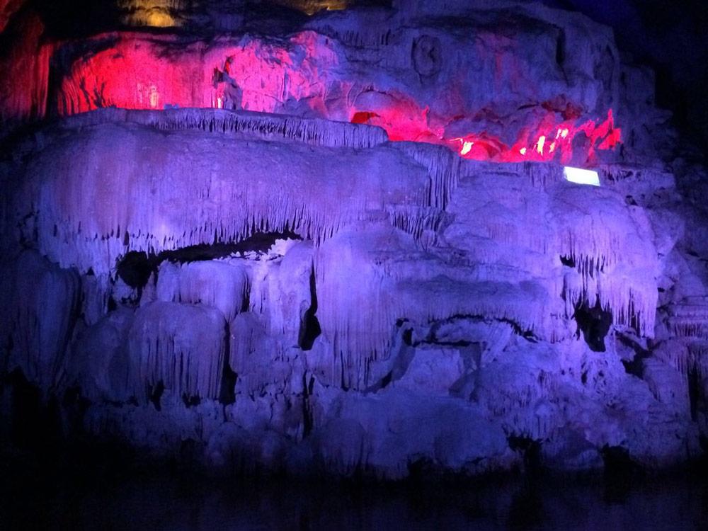Swallow-Cave-of-Jianshui-County-002