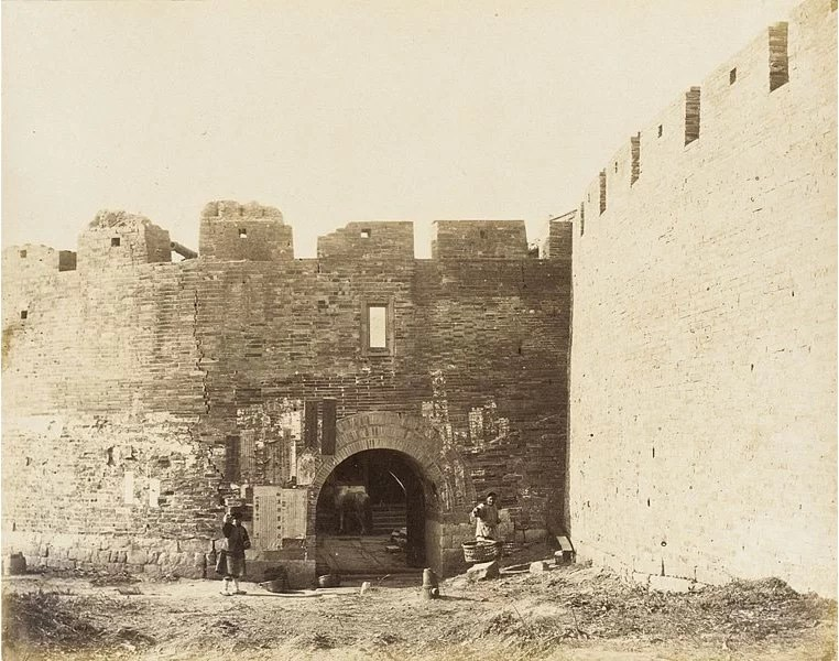 Courtyard-with-Fortified-Walls-and-Figures-1860