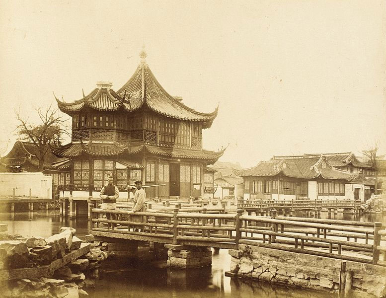 Footbridges-and-Elaborate-Commercial-Building,-S.-China