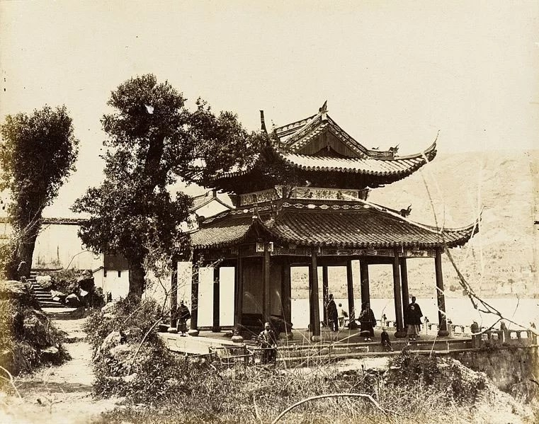 Pavilion-on-Water,-S.-China