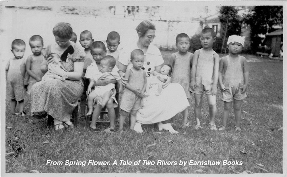 (4)-Missionaries-Helping-Children
