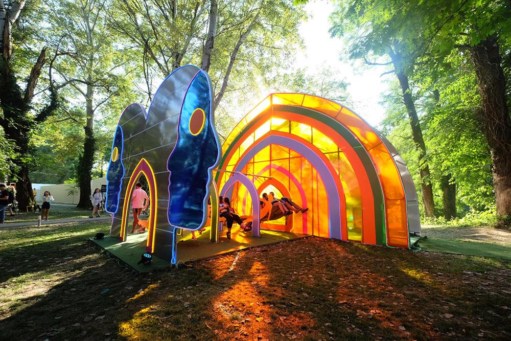 Labradorescence,Summerwell-Festival,-Romania-by-Tina-Fung-X-Reza-Hasni-