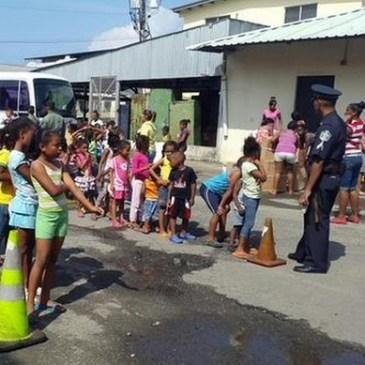 巴国总统向科隆孩子派发圣诞礼物