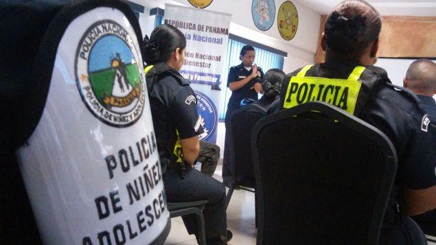 Policias-capacitan-lenguaje-FotoCortesia-PN_MEDIMA20160705_0122_31