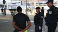警方逮捕了102名司法机构调查的疑犯