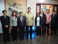 委内瑞拉总统做客中国大使官邸 回应骚乱