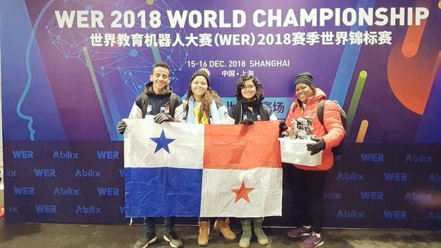 2018世界教育机器人大赛 巴拿马中学组获第三名
