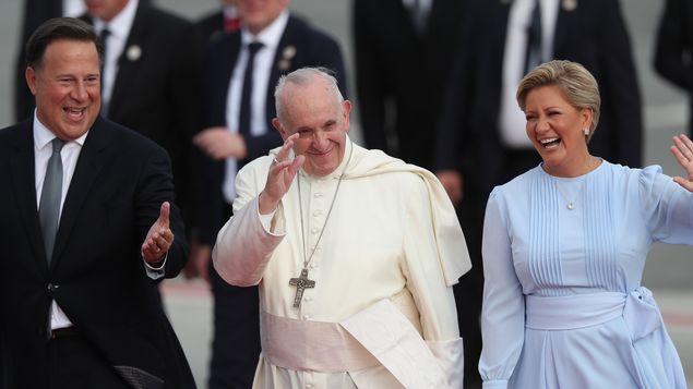 历史时刻!教宗方济各抵达巴拿马 亲民形象温暖每一个人