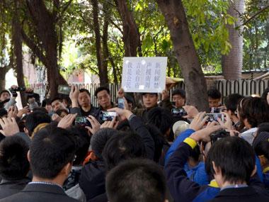 南周抗议2