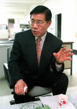 Dr. Wang Bingzhang (王炳章) in the 1990s.