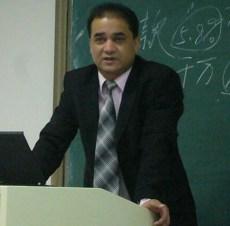 Ilham teaching. Photo from the Tibetan writer Woeser's Twitter account @degewa.