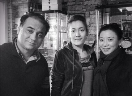 From left to right: Ilham, wife and Woeser, seven days before Ilham's arrest. Photo from the Tibetan writer Woeser's Twitter account @degewa.