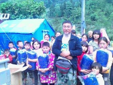 Li Huaping sent tents to children after Ya'an earthquake in Sichuan in April, 2013. Underneath jacket, he wore a Citizen T-shirt.