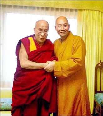 Monk Shengguan and His Holiness Dalai Lama in India.